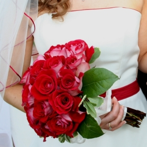 Simple Wedding Wholesale Rose Bunch in a hand