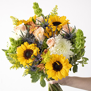 Big Smile Yellow and White Flower Arrangement
