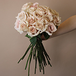 Quicksand Cream Wholesale rose in a vase