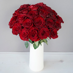 Red Heart Garden Wholesale Roses In a vase