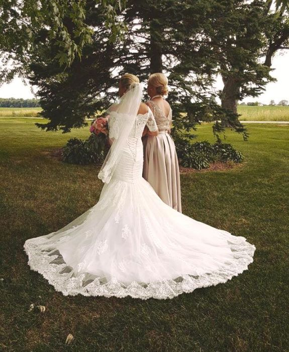 FiftyFlowers Review: Rustic Wisconsin Barn Wedding