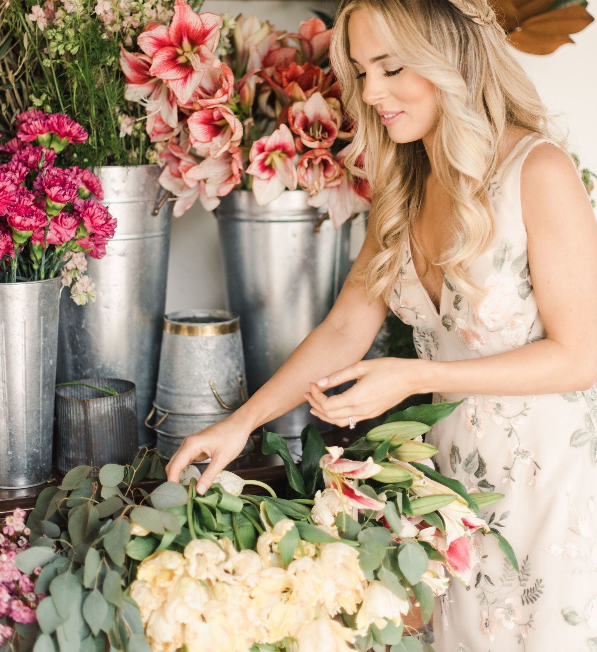 FiftyFlowers - Chelsea-Rousy-flowers-arranging-bride